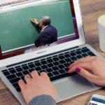 Szkolenia e-learningowe – czy warto zmienić forma tradycyjną szkoleń na online
